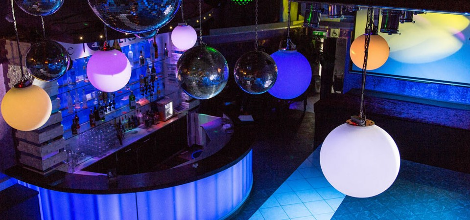 Towers Club & Disco - feiern und tanzen mit Freunden. leistungsstarke Sound- und Lichttechnik